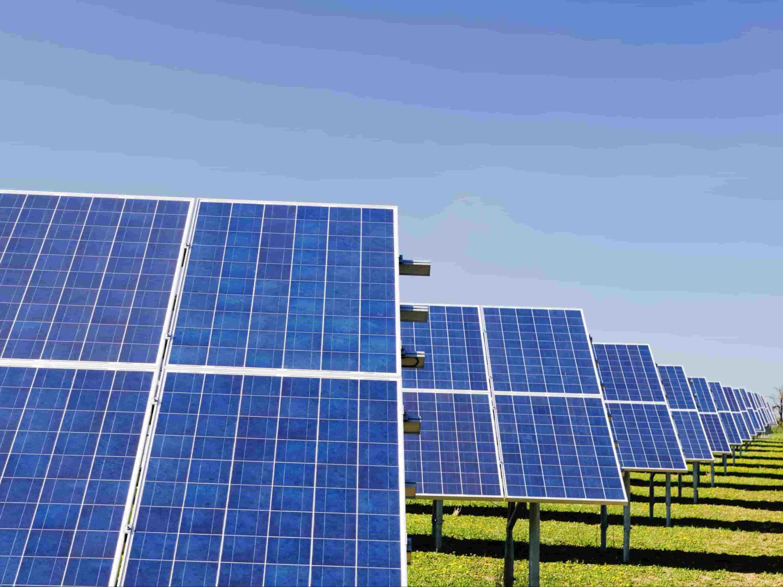 image panneaux solaires